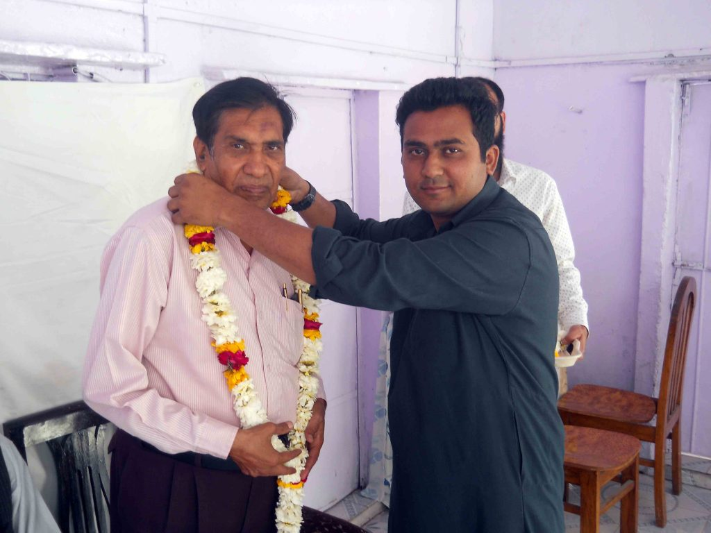 Ahad Prakash being garlanded by Kashif Khan