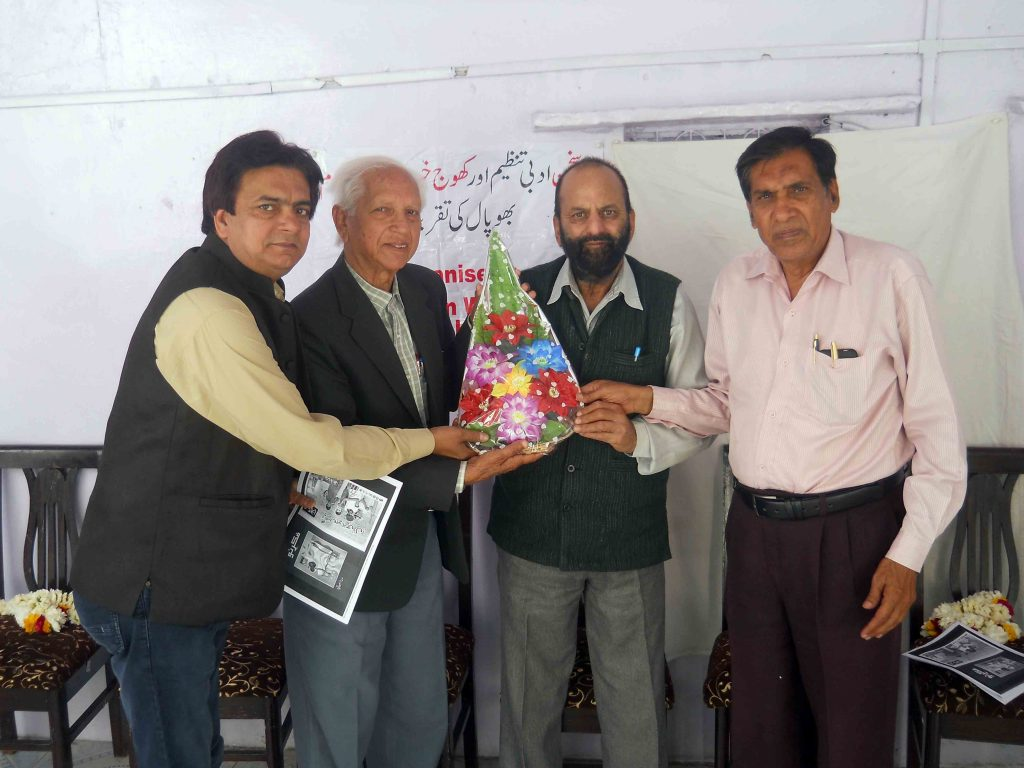 Muslim Saleem being felicitated by Prof Haidar Abbas Rizvi, Tahir Taraash and Ahad Prakash