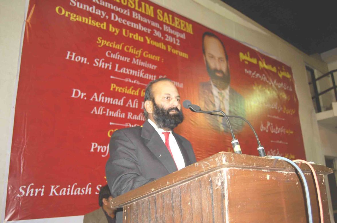 Muslim Saleem reciting his ghazals at Jashn-e-Muslim Saleem at MP Urdu Academy, Bhopal on December 30, 2012.