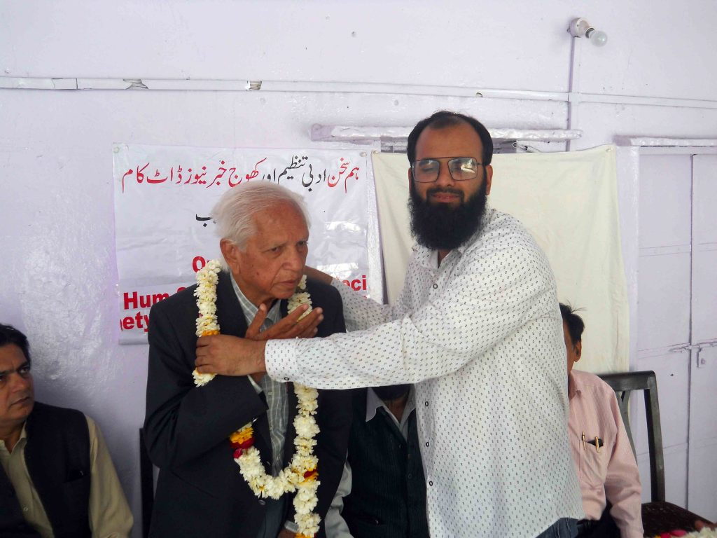 Prof Haidar Abbas Rizvi being garlanded by Ataullah Faizan